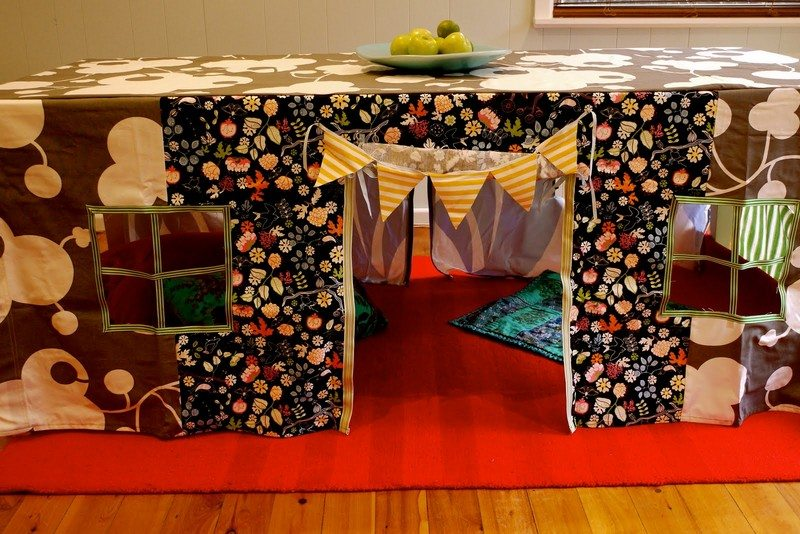 Tablecloth Fort Montage. Canu0027t Play Outside Because Of The Rain? Hereu0027s An  Idea That Is Just As Much Fun!