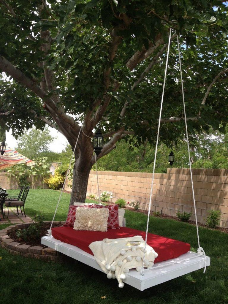 Hanging Pallet Lounge