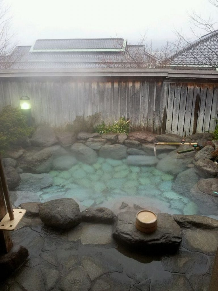 Sizzling outdoor hot tubs that will make you want to - Jacuzzi spa exterior ...