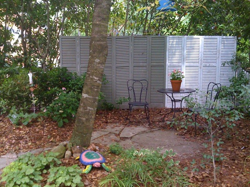 Privacy screen ideas for your outdoor area the owner for Backyard screening ideas