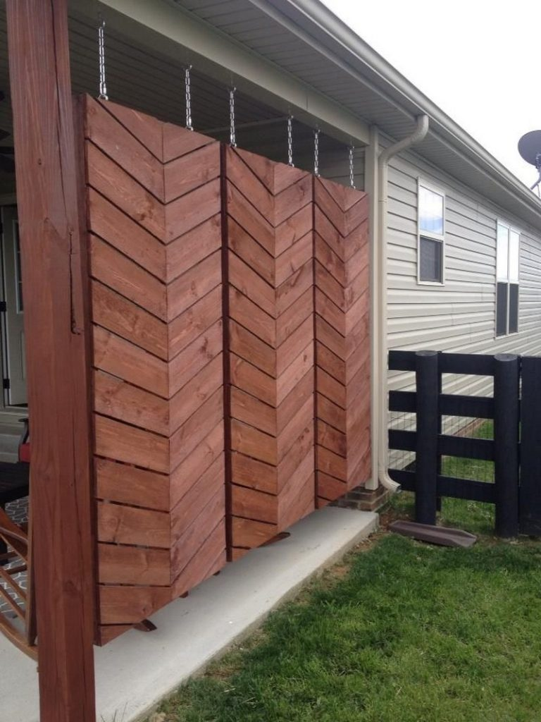 Privacy screen ideas for your outdoor area the owner for Hanging privacy screens for decks