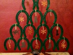Horseshoe Christmas Tree
