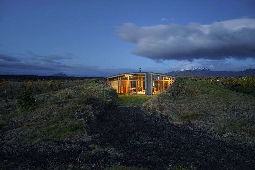 Garður Landhouse looks beautiful especially at night.