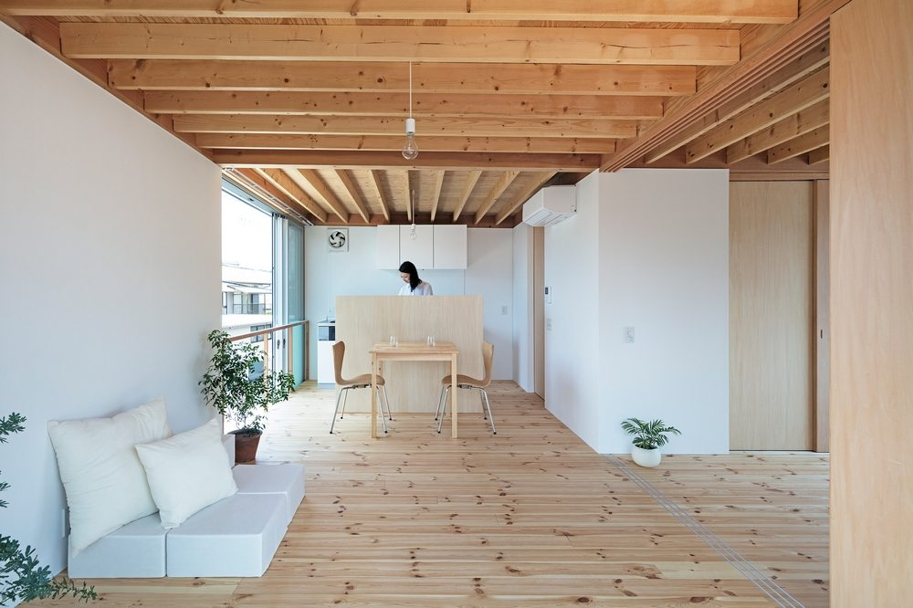 Timber interiors in neutral colors open up the space.