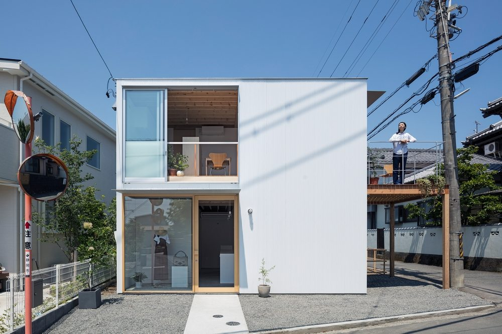 Despite its compact size, gré Square House is a multi-functional home.