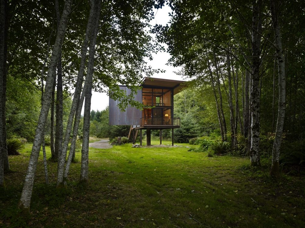 Settled in the midst of the woods, this house on stilts is Sol Duc Cabin, a retreat in every sense.