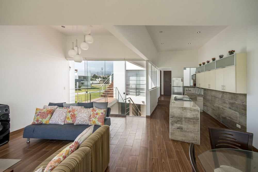 The stark white exterior continues on to the interiors, making the rooms feel large, bright, and airy.