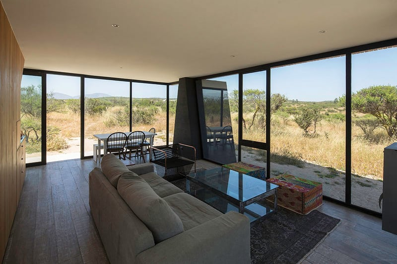 All-glass walls create an indoor/outdoor living space.
