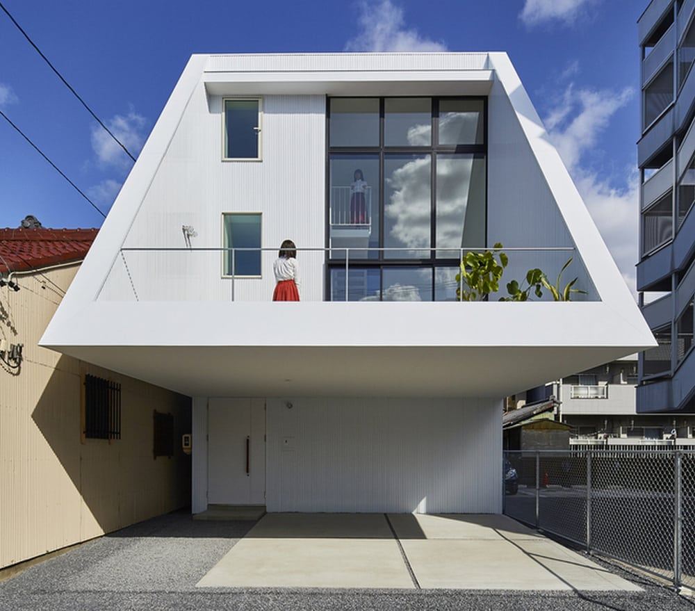 DAIKO's trapezoidal shape is a real eye-catcher in neighborhood of typically-designed houses.