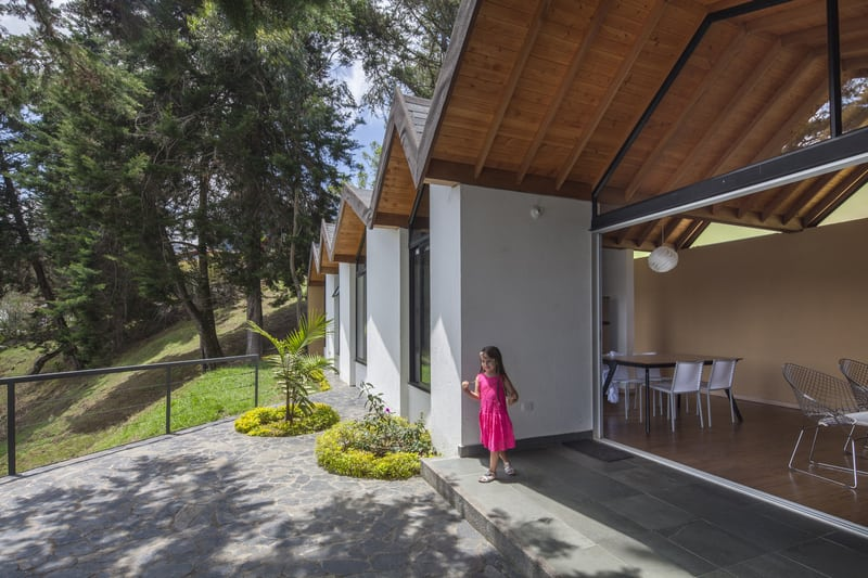 The house features an open-plan layout and large windows to optimize the views.