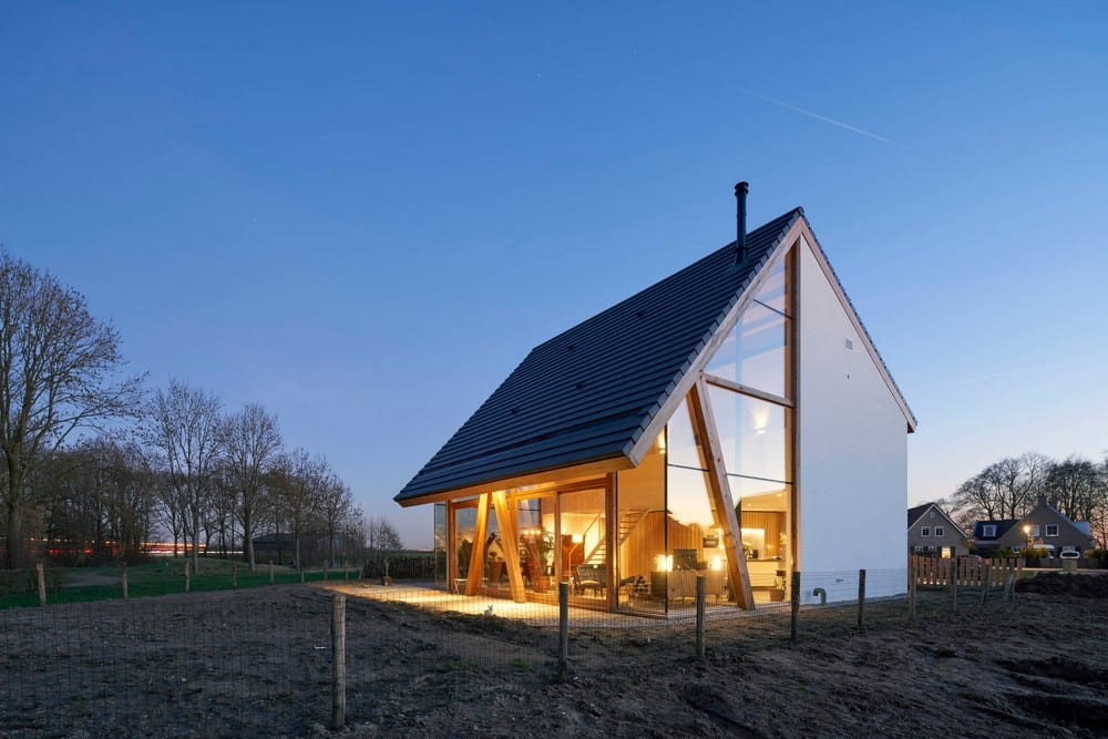 Barnhouse Werkhoven combines traditional and contemporary architecture.