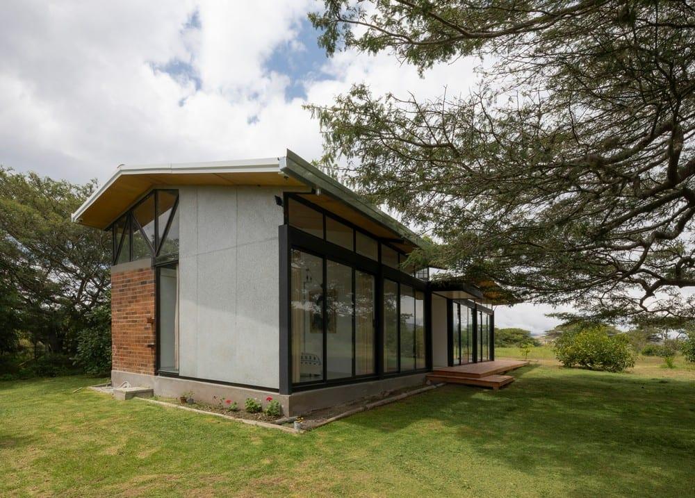 Casa Tanda is a warm, comfortable home in the relaxing Ecuadorian countryside.
