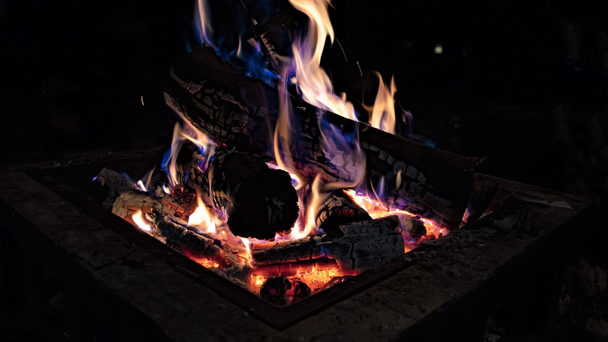 How to Protect Your Lawn While Enjoying Your Fire Pit