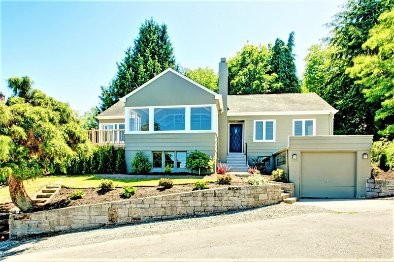 People tend to make quick decisions about a home's appeal after they first see it from the outside.